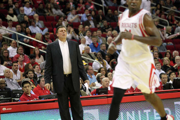 Rockets coach Kevin McHale observes the action in the fourth quarter. Photo: Johnny Hanson / © 2012  Houston Chronicle