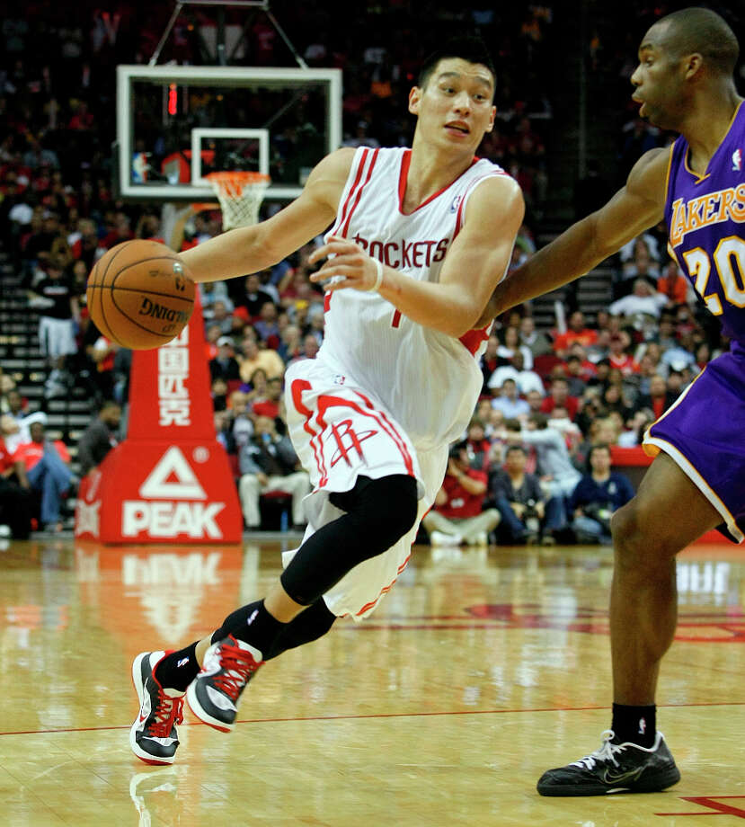Rockets point guard Jeremy Lin drives past Lakers forward Jodie Meeks in the third quarter. Photo: Johnny Hanson / © 2012  Houston Chronicle