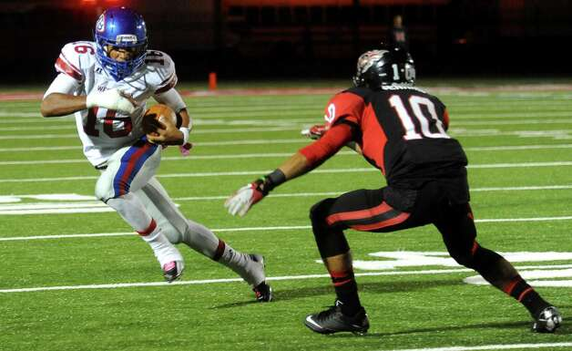 West Brook's Jalen Malone tries to get around Memorial's James Jenkins at Memorial Stadium in Port Arthur, Friday, October 21, 2011. Tammy McKinley/The Enterprise Photo: TAMMY MCKINLEY