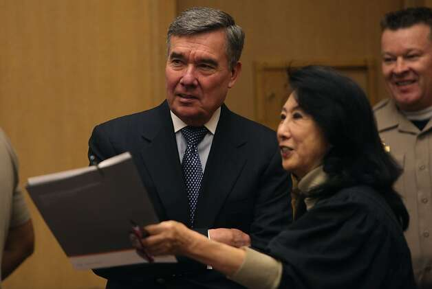 R. Gil Kerlikowske (left), director of the Office of National Drug Control Policy, visits Judge Lillian Sing at the Community Justice Center. Photo: Liz Hafalia, The Chronicle / SF