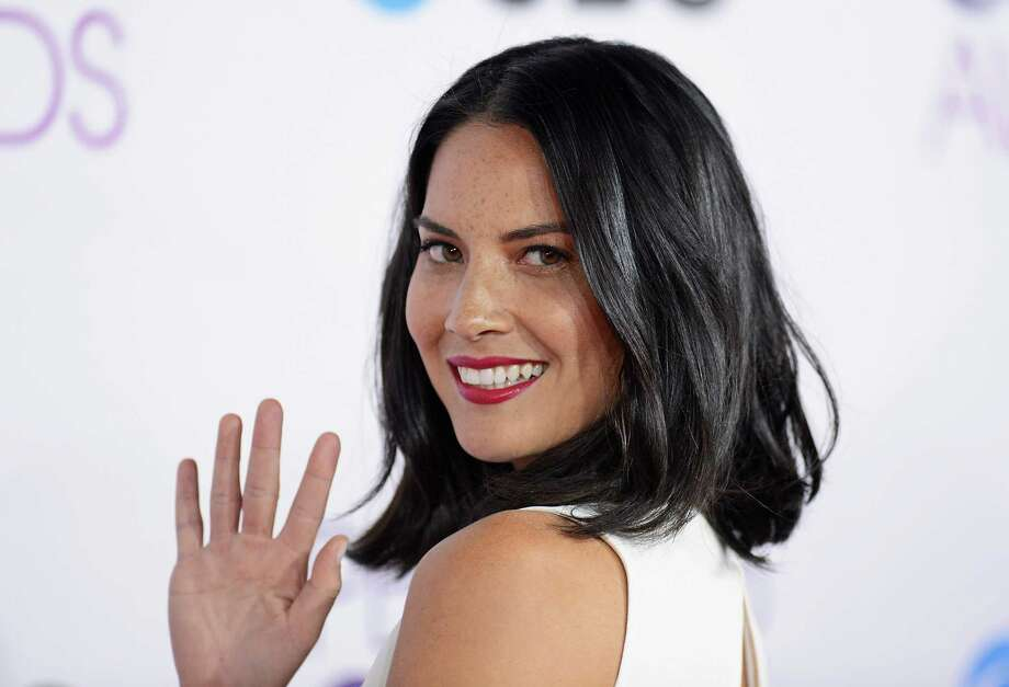 Actress Olivia Munn gives a classy wave to the cameras.  Photo: Jason Merritt, Getty Images / 2013 Getty Images