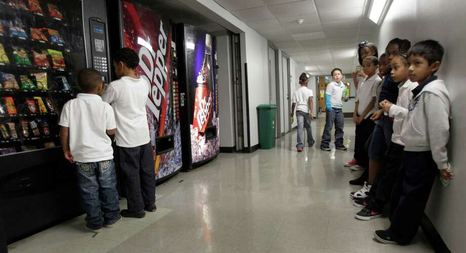 Students who line up to buy snacks at Judson Robinson Jr. Community Center will soon be able to choose something healthier. Photo: Melissa Phillip, Staff / © 2012 Houston Chronicle