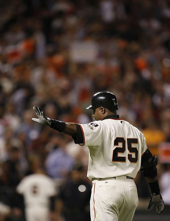 GIANTS27_0028_CAG.JPG Barry Bonds waves goodbye to the crowd at AT&T Park after his last at-bat as a San Francisco Giant. Barry Bonds bids farewell to the fans at AT&T Park. The San Francisco Giants played the San Diego Padres at AT&T Park in San Francisco, Ca., on Wednesday, September 26, 2007. This game marks the end of Barry Bonds's career as a Giant in front of the home crowd, as he has been informed that he will not return to the team by the team's management. Photo by Carlos Avila Gonzalez/The Chronicle Photo taken on 9/26/07, in Pacifica, CA, USA. **All names cq (source) Photo: Carlos Avila Gonzalez, SFC