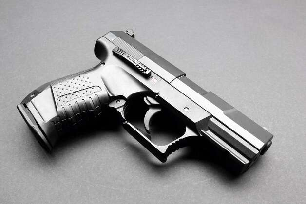 Black handgun on a black background / wahooo - Fotolia