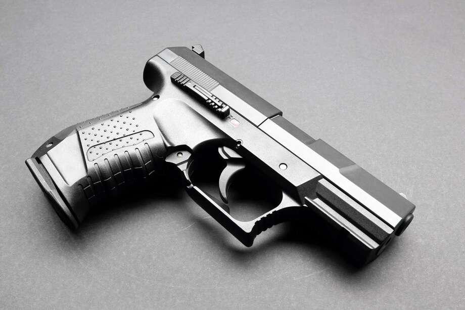 Black handgun on a black background / wahooo - Fotolia