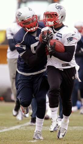 New England Patriots linebacker Jerod Mayo, left, attempts to knock a ball from the grasp of running back Shane Vereen, right,  during practice at the team's NFL football facility in Foxborough, Mass., Wednesday, Jan. 9, 2013. The Patriots host the Houston Texans in an AFC divisional playoff game on Sunday. (AP Photo/Stephan Savoia) Photo: Stephan Savoia