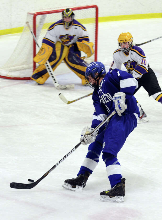 Darien's Nicholas Tuzinkiewicz (11) controls the puck during the boys hockey game against Westhill High School at Terry Connors Rink in Stamford on Wednesday, Jan. 9, 2013. Photo: Amy Mortensen / Connecticut Post Freelance