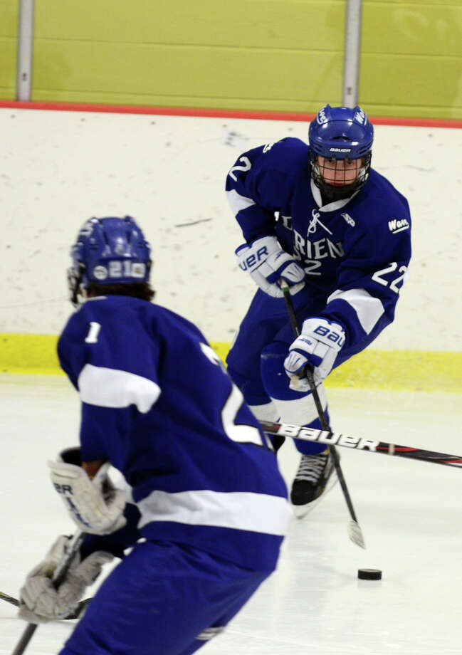 Darien's Jack Pardue (22) controls the puck during the boys hockey game against Westhill High School at Terry Connors Rink in Stamford on Wednesday, Jan. 9, 2013. Photo: Amy Mortensen / Connecticut Post Freelance