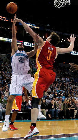 Hornets point guard Greivis Vasquez (21) shoots the ball over Rockets center Omer Asik. Photo: Jonathan Bachman, Associated Press / FR170615 AP