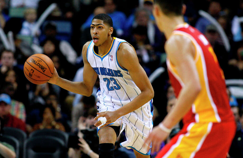 Hornets power forward Anthony Davis (23) drives with the ball. Photo: Jonathan Bachman, Associated Press / FR170615 AP