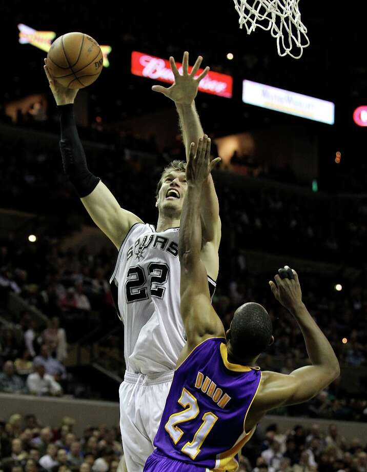 Spurs' Tiago Splitter (22) shoots against Los Angeles Lakers' Chris Duhon (21) in the first half at the AT&T Center on Wednesday, Jan. 9, 2013. Photo: Kin Man Hui, San Antonio Express-News / © 2012 San Antonio Express-News