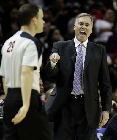 Los Angeles Lakers coach Mike D'Antoni debates with game official Mark Lindsay in the second half at the AT&T Center on Wednesday, Jan. 9, 2013. Spurs defeated the Lakers, 108-105. Photo: Kin Man Hui, San Antonio Express-News / © 2012 San Antonio Express-News
