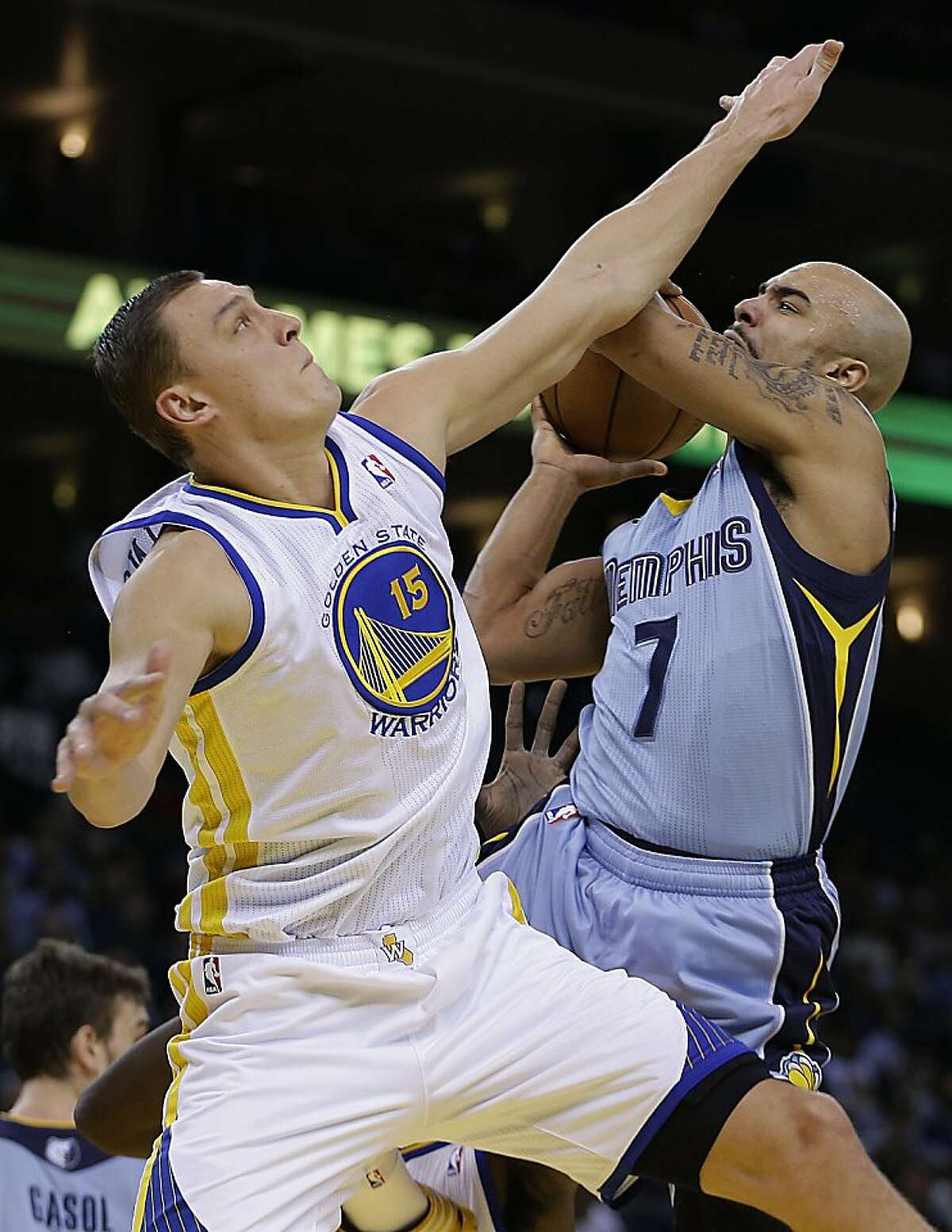 Memphis Grizzlies' Jerryd Bayless, right, shoots against Golden State Warriors' Andris Biedrins during the first half of an NBA basketball game on Wednesday, Jan. 9, 2013, in Oakland, Calif. (AP Photo/Ben Margot)