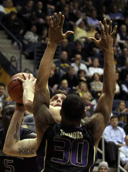 California guard Jeff Powers (21) shoots in the first half during an NCAA basketball game against Wa