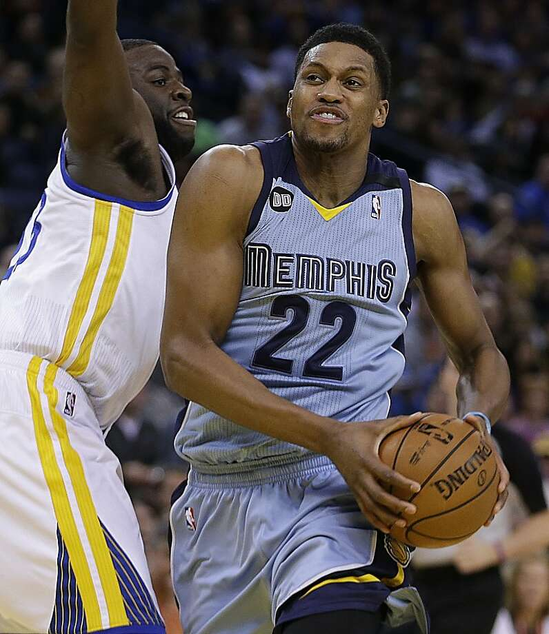 Memphis Grizzlies' Rudy Gay (22) drives the ball past Golden State Warriors' Draymond Green during the first half of an NBA basketball game Wednesday, Jan. 9, 2013, in Oakland, Calif. (AP Photo/Ben Margot) Photo: Ben Margot, Associated Press