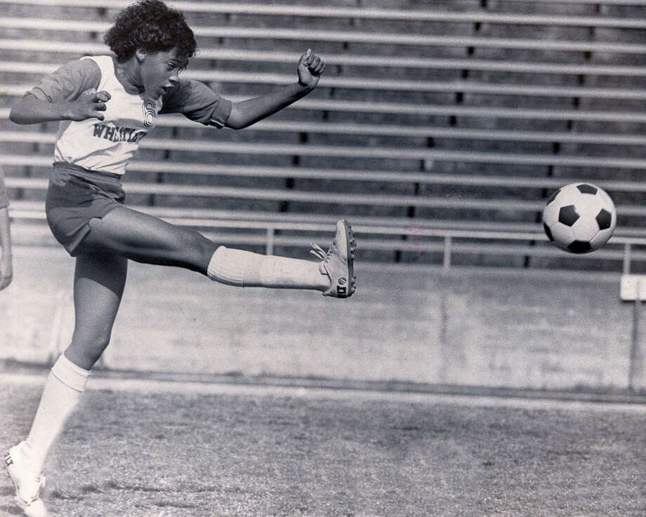 Lee vs. Wheatley. Donna Sayles (6). 1983 Photo: Charles Barksdale, San Antonio Express-News / San Antonio Express-News