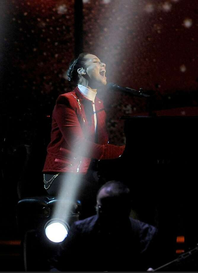 Alicia Keys performs at the Peopleís Choice Awards at the Nokia Theatre on Wednesday Jan. 9, 2013, in Los Angeles. Photo: Chris Pizzello, Associated Press