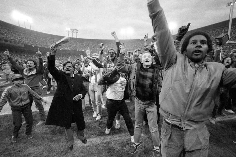 Jan. 6, 1985: San Francisco fans storm the field after a 49ers playoffs victory over the Chicago Bears. Photo: Frederic Larson, The Chronicle / ONLINE_YES