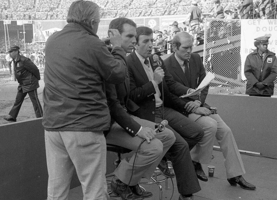Jan. 10, 1982: Brent Musburger and Terry Bradshaw of of CBS, get ready for their broadcast of the legendary San Francisco 49ers playoff game against the Dallas Cowboys. Photo: Mike Maloney, The Chronicle / ONLINE_YES