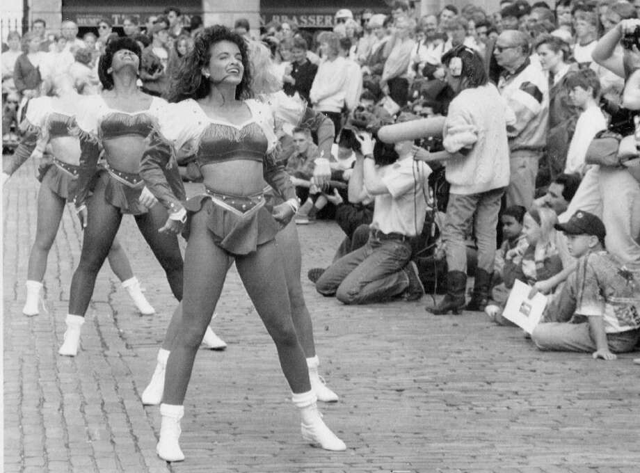 Aug. 14, 1992: San Francisco 49ers cheerleaders entertain London fans before a preseason game at Wembley Stadium.  (Martin Cleaver / Associated Press) Photo: Martin Cleaver/AP / ONLINE_YES