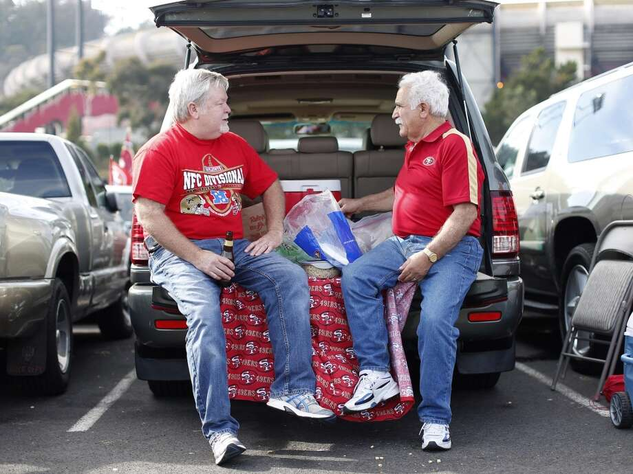 Sept. 16, 2012: Chuck Fischer and Manuel Zorra tailgate before the San Francisco 49ers take on the Detroit Lions at Candlestick Park. Photo: Stephen Lam, Special To The Chronicle / ONLINE_YES
