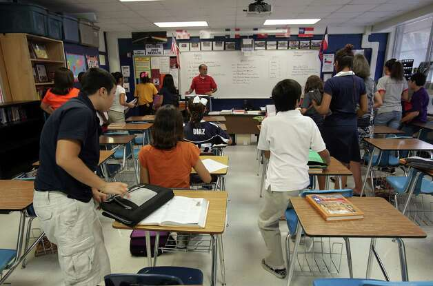 Education cuts are leading to more crowded classrooms. Lawmakers should work to alleviate that problem. Photo: File Photo, San Antonio Express-News / rowen@express-news.net