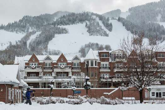 A skier strolls through downtown Aspen, Sunday, Dec. 9, 2012, in Aspen. ( Michael Paulsen / Houston Chronicle ) Photo: Michael Paulsen, Staff / © 2012 Houston Chronicle