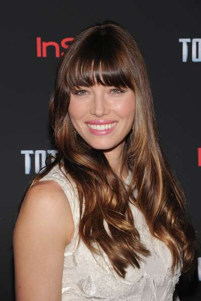 Jessica Biel for some reason decided to eat a sausage sandwich in an airport, and hurt her tooth as
