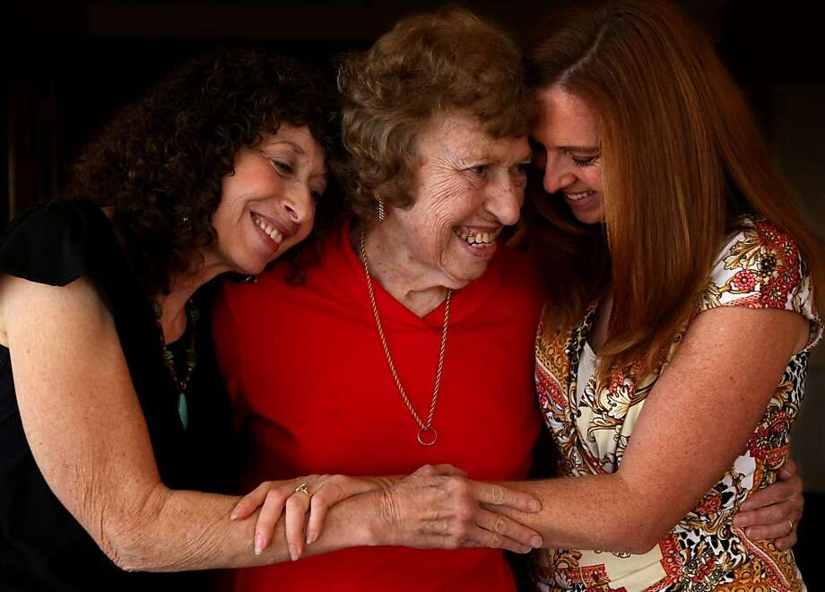 Doris Small spends a warm moment with daughter Miriam Saunders and granddaughter Jenniffer Veno at a conference for Holocaust survivors who were part of Kindertransport. Photo: Genaro Molina, McClatchy-Tribune News Service