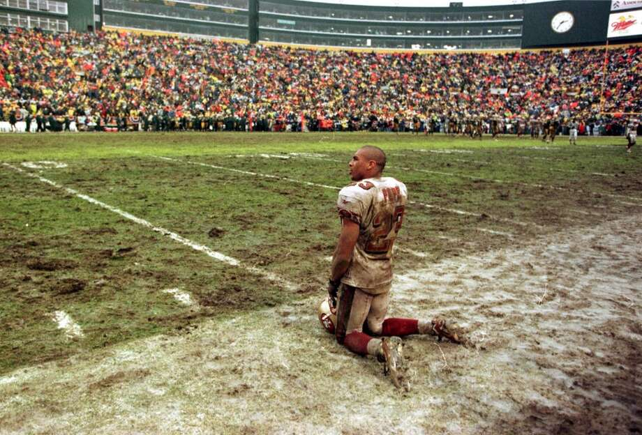 1997: Marquez Pope kneels on muddy Lambeau Field and watches time run out for the Niners in the closing minutes of the fourth quarter. The Packers won 35-14. Photo: MICHAEL MALONEY / ONLINE_YES