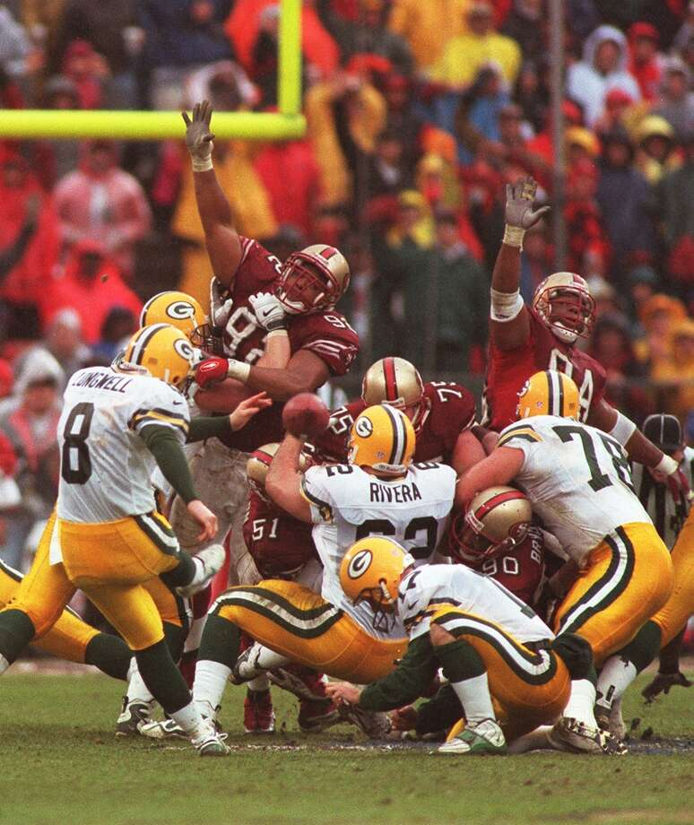 1998: Packers kicker Ryan Longwell kicks for a field goal in the second quarter. (Michael Macor / The Chronicle) Photo: MICHAEL MACOR, STAFF / ONLINE_YES