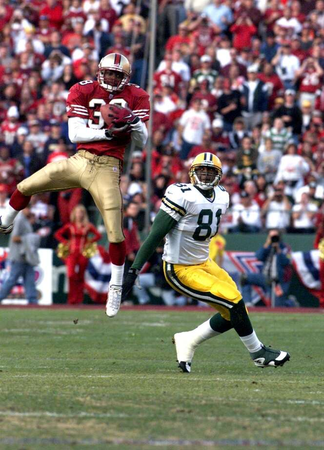 1999: Darnell Walker goes up for an interception in the fourth quarter in front of Packer Tyrone Davis.          (Michael Macor / The Chronicle) Photo: MICHAEL MACOR, SFC / ONLINE_YES
