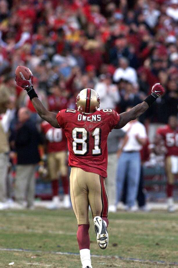 1999: Terrell Owens runs off the field with the game-winning touchdown. (Michael Macor / The Chronicle) Photo: MICHAEL MACOR, SFC / CHRONICLE
