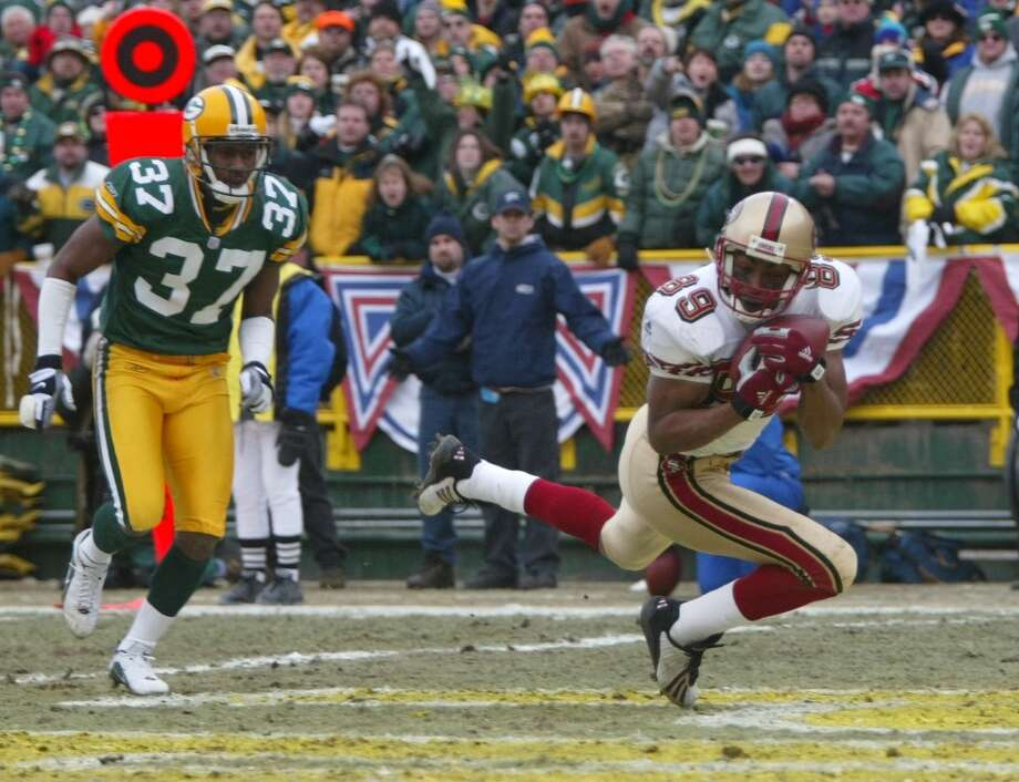 2002: 49ers wide receiver Tai Streets comes up with a TD catch in front of Packer Tyrone Williams. The Packers won 25-15. (Michael Maloney / The Chronicle) Photo: MICHAEL MALONEY, SFC / ONLINE_YES