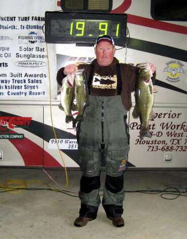 Ricky Guy fished by himself and won 2nd place with his nice bag that weighed 19.91 lbs. which included the big bass of the tournament, a 8.96 pounder.