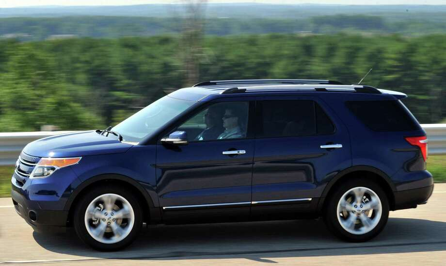 """Midsize SUV/Crossover: 2005-2010 Ford ExplorerWhat Edmunds said: """"With its available burly V8 engine, nicely balanced handling and ride characteristics, roomy interior and plentiful family-friendly features, the Ford Explorer has a lot to offer anyone needing a versatile family vehicle.""""Source:Edmunds Photo: Ford Motor Co. / © 2011 Ford Motor Company"""