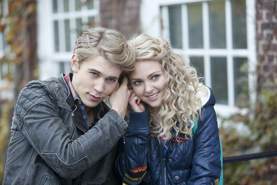 The Carrie Diaries -- Pictured (L-R): Austin Butler as Sebastian and AnnaSophia Robb as Carrie Photo: Craig Blankenhorn, The CW