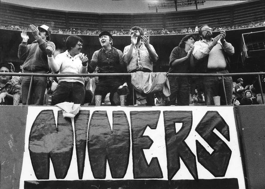 San Francisco 49ers fans enjoy their front row seats during a 1984 game at Candlestick Park. Photo: Chronicle File, The Chronicle