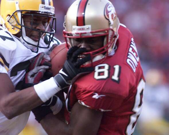 Terrell Owens' touchdown capped a compelling game that included five lead changes and three ties. The win also ended a run of three consecutive years in which the Packers eliminated the 49ers in the playoffs. Photo: Michael Macor, SFC