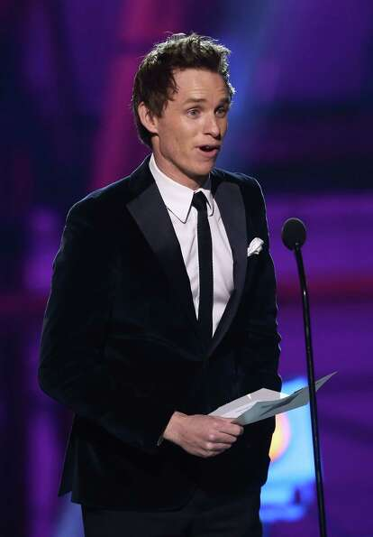 Eddie Redmayne presents the award for best supporting actress.