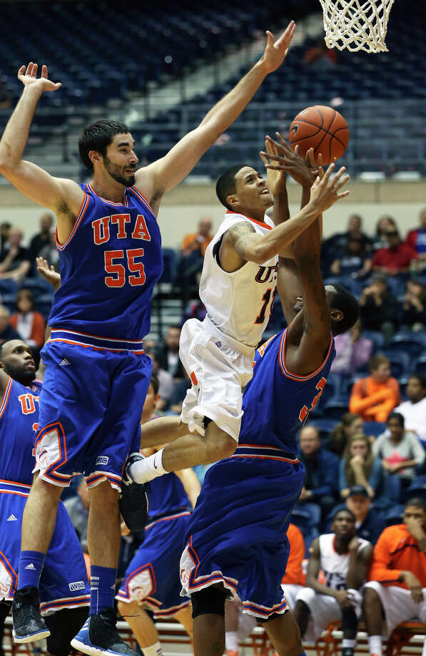 Roadrunner guard Michael Hale III gets through Jordan Reves (55) and Brandon Edwards for a shot in the second half as UTSA plays UTA at the UTSA Convocation Center in men's basketball on January 10, 2013. Photo: Tom Reel, Express-News / ©2012 San Antono Express-News