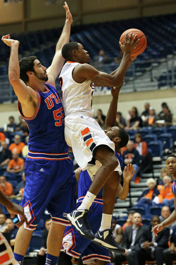 Roadrunner guard Hyjii Thomas gets under the basket in front of center Jordan Reves in the second half as UTSA plays UTA at the UTSA Convocation Center in men's basketball on January 10, 2013. Photo: Tom Reel, Express-News / ©2012 San Antono Express-News