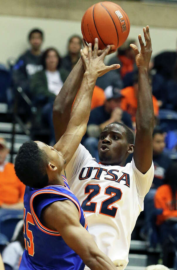 Kannon Burrage takes another shot for the Roadrunners as UTSA plays UTA at the UTSA Convocation Center in men's basketball on January 10, 2013. Photo: Tom Reel, Express-News / ©2012 San Antono Express-News