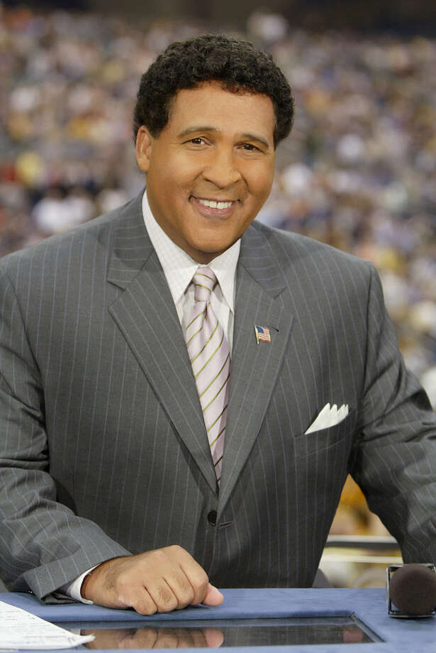 caption: Greg Gumbel CBS Sports Photo: Allen Kee/CBS  ©2004 CBS Broadcasting Inc. All Rights Reserved copyright: Photo: ALLEN KEE / ©2004 CBS Broadcasting Inc. All Rights Reserved