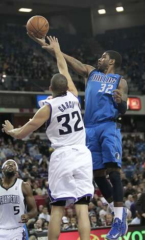 The Mavericks' O.J. Mayo, who scored 24, drives to the basket in an overtime victory in Sacramento. Photo: Rich Pedroncelli, Associated Press