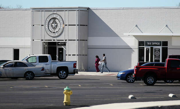 Exterior shot of the Bexar County satellite office at 3505 Pleasanton Road. A bookless library called Bibliotech will be overseen by the county at the facility. Photo: Kin Man Hui, San Antonio Express-News / © 2012 San Antonio Express-News