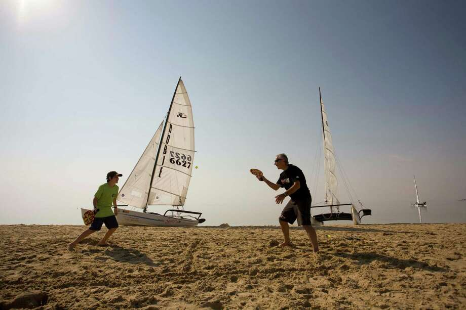 At Half Moon Bay, an inlet on the Arabian Gulf near Saudi Aramco?s largest expatriate community in Dhahran, a father and son enjoy outdoor recreation. / © Saudi Aramco