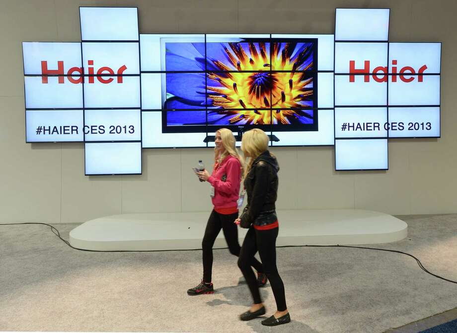 Consumers walk by the HAIER booth. Photo: JOE KLAMAR, AFP/Getty Images / AFP