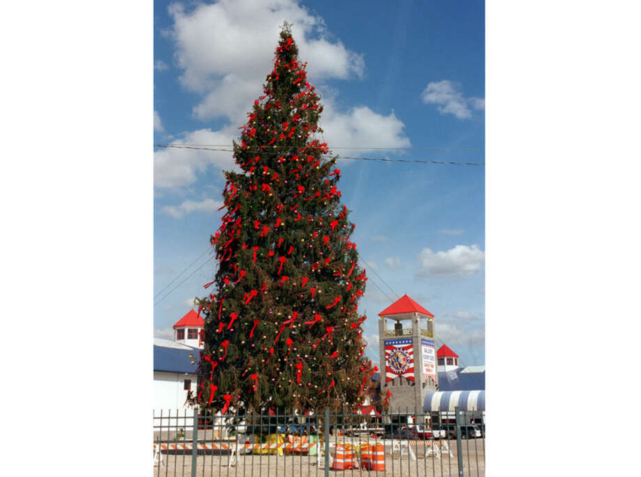 "For a couple of years in the late '90s at Christmas, he spent over $100,000 on the ""world's tallest Christmas tree,"" which he set up on the store's parking lot. Pictured is a 105-foot Norwegian spruce outside Gallery Furniture on Dec. 1, 1999.  Photo: Carlos Antonio Rios, . / Houston Chronicle"