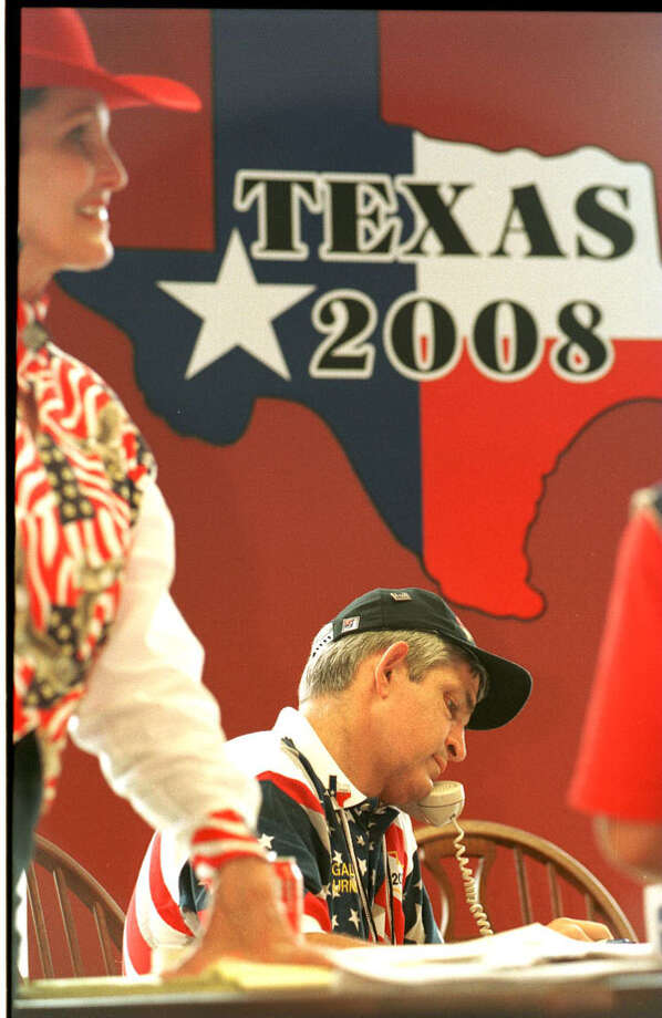 Jim McIngvale works the phones in the Texas 2008/Gallery Furniture hospitality suite inside the Atlanta Chamber of Commerce, seeking support in 1996 for a Houston Olympics. Related story. Photo: Richard Carson, . / Houston Chronicle